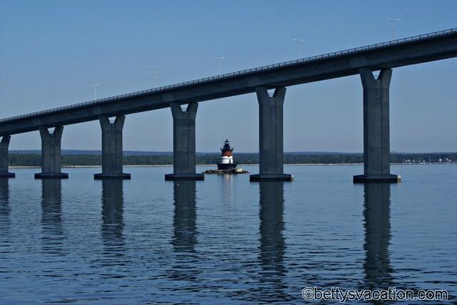 Plum Beach Lighthouse mit Newport Bridge
