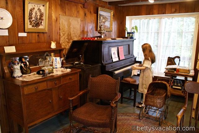 Log Cabin Museum