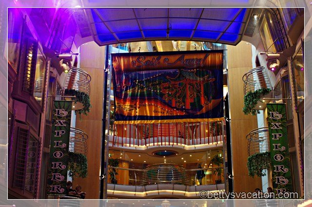 Explorer of the Seas Royal Promenade -3