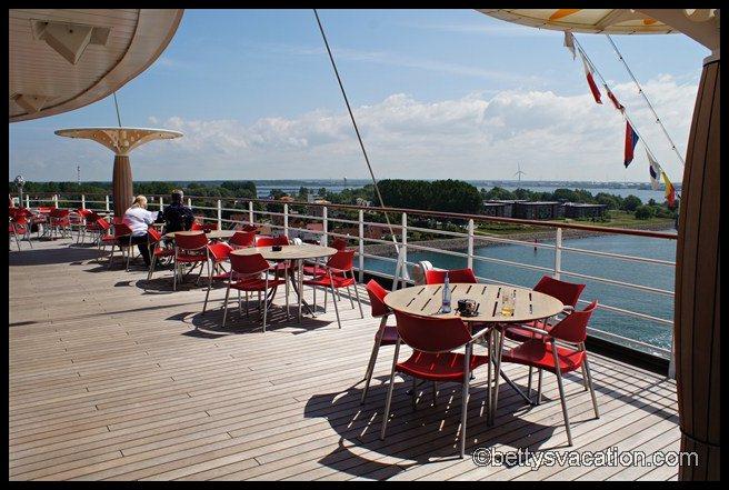 AIDA bella - Ocean Bar außen