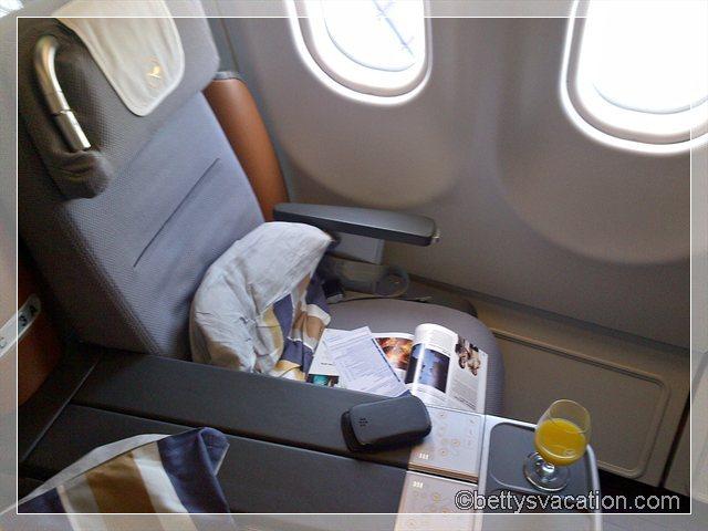 11 - LH BUSINESS CLASS SEAT
