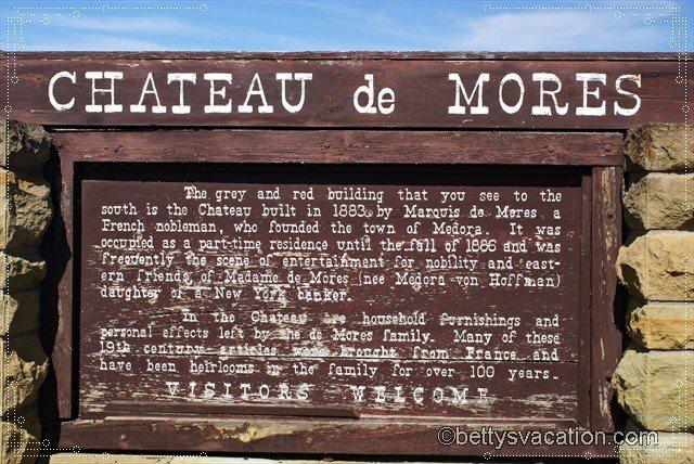 1 - Chateau de Mores