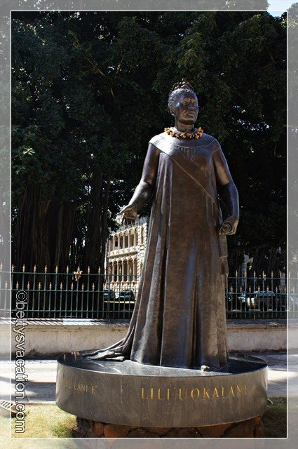 29 - Queen Statue