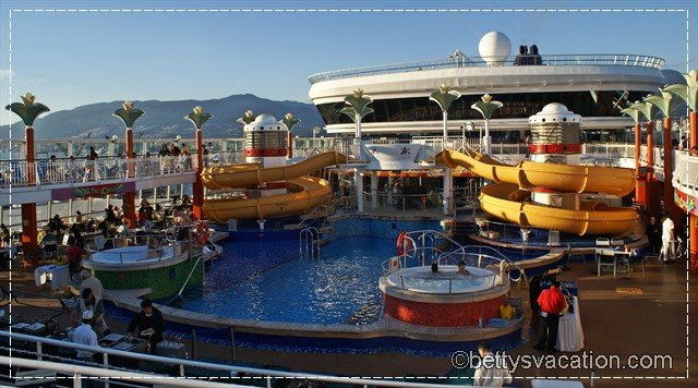 Norwegian Star Pool Deck alt