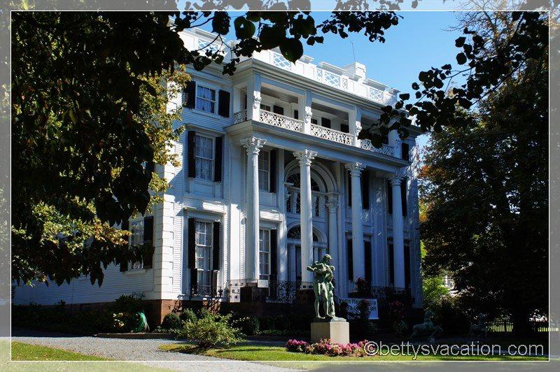 26 - Linden Place Mansion