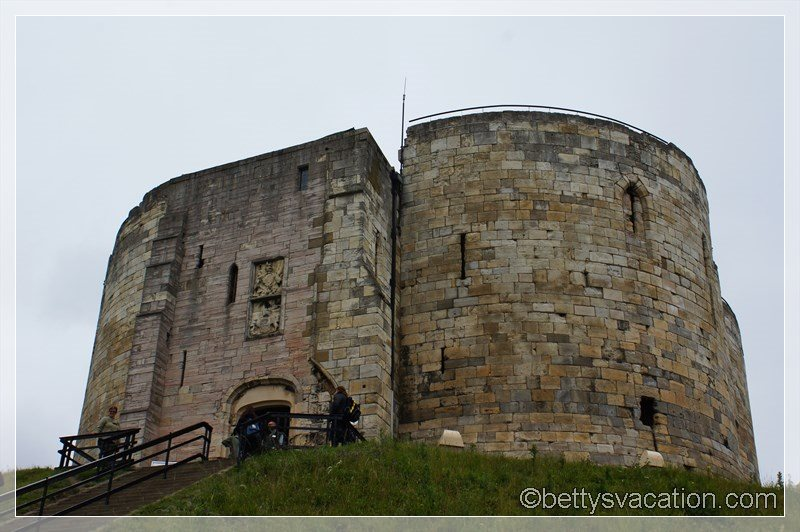 19 - York Castle