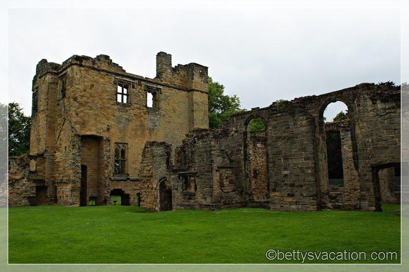 28 - Ashby de la Zouch Castle