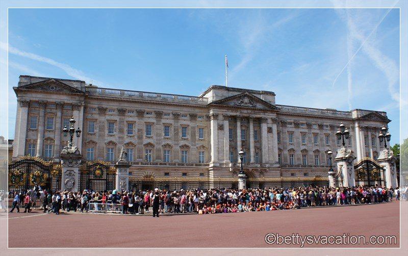 7 - Buckingham Palace