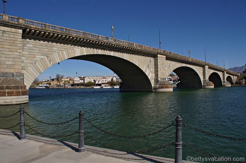 Historische Brücke im Wüstensand - London Bridge, Lake Havasu, Arizona