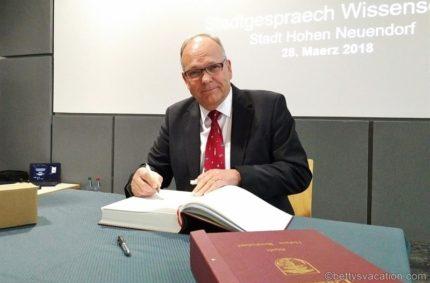 Ausflug ins Weltall – Astronaut Hans Schlegel im Gespräch