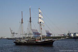 Hamburg vom Wasser - Die kleine Hafenrundfahrt für wenig Geld