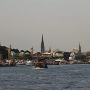 Hamburg vom Wasser – Die kleine Hafenrundfahrt für wenig Geld