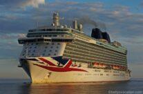 Drei Schiffe im Morgengrauen – Erstanlauf in Warnemünde
