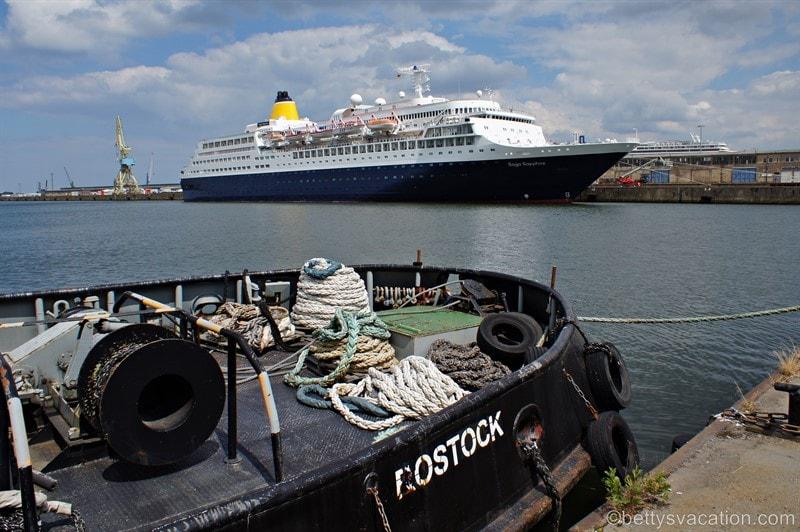 Fünf auf einen Streich - Schiffe gucken in Warnemünde