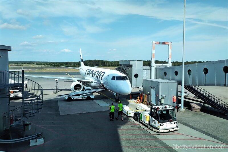 Finnair Economy Class E190: Helsinki-Berlin