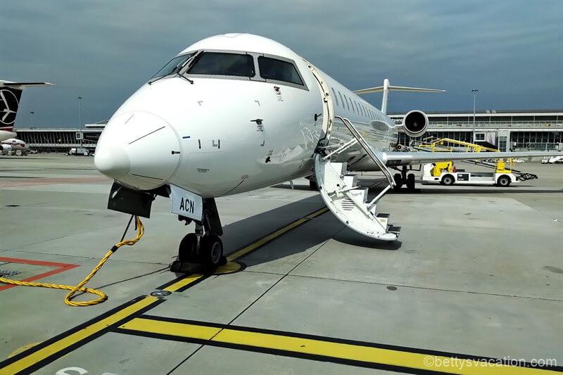 LOT Business Class Canadair Jet 900: Warschau-Tallinn-Warschau