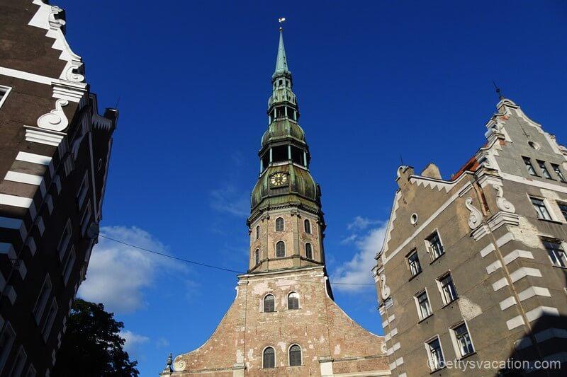 Hoch hinaus in Riga – St. Petrikirche und Akademie der Wissenschaften