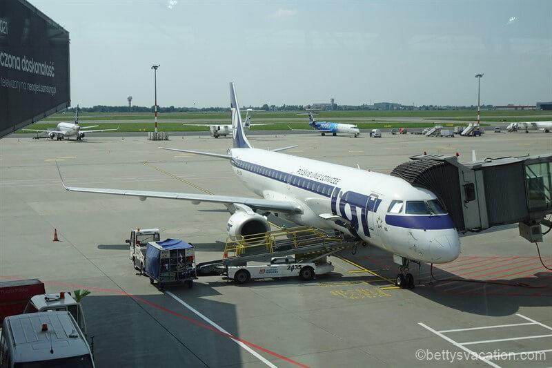 LOT Business Class Embraer 195: Warschau-Vilnius